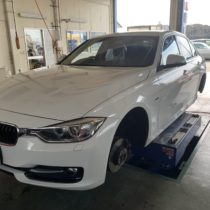 BMW F30 ピレリ ランフラット 17インチタイヤ交換